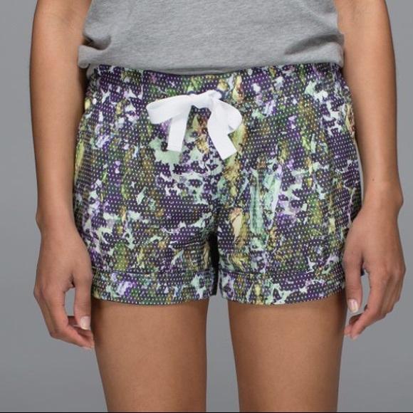 lululemon athletica Pants - LULULEMON spring breakaway short size 8